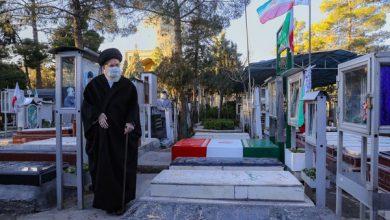 تصویر از حضور رهبری در مرقد امام و گلزار شهدا