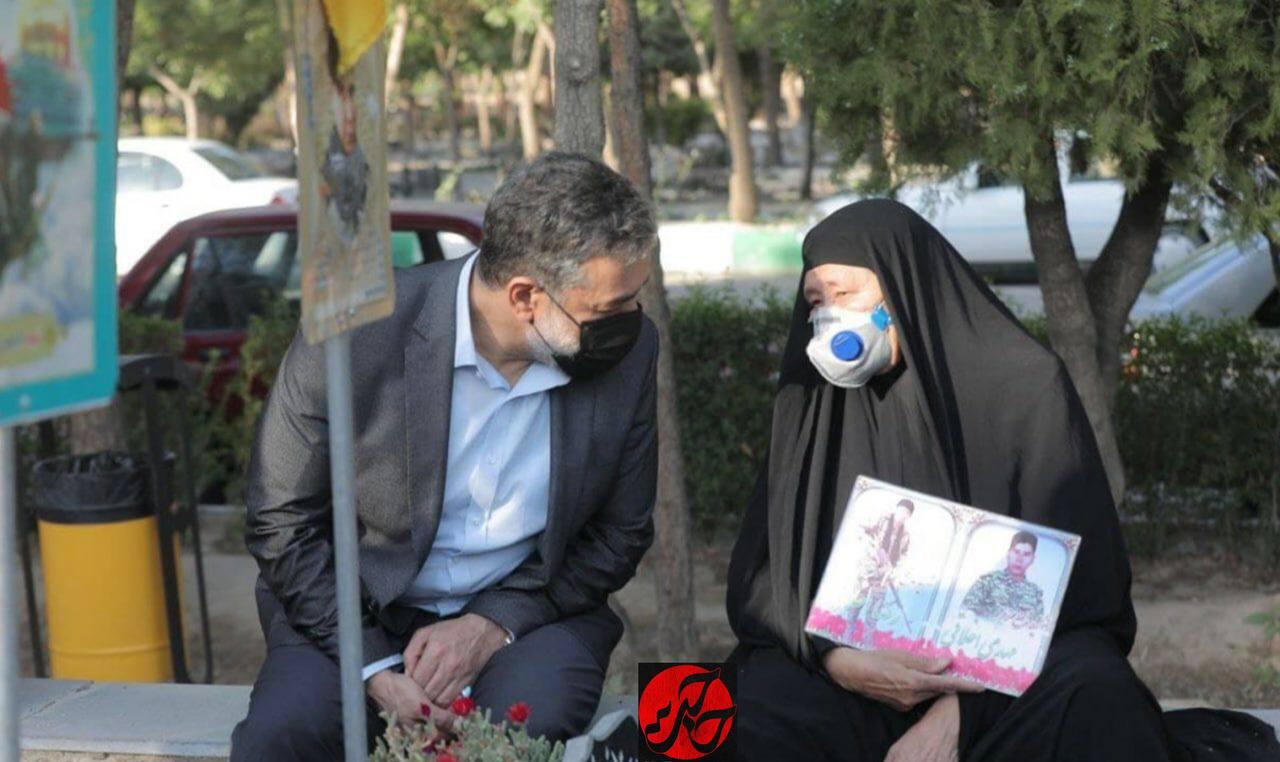 تصویر از روضهخوانی محمود کریمی برای خانواده شهدای فاطمیون در پی حادثه تروریستی کابل