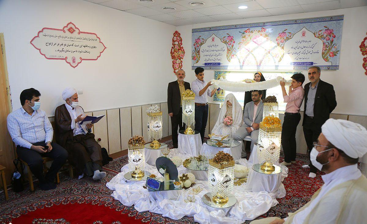 تصویر از میزبانی اتاق عقد حرم بانوی کرامت از ۶۵ زوج جوان در ایام دهه کرامت