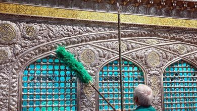 تصویر از در آستانه میلاد امام رضا (ع) حرم مطهر رضوی به گل آراسته شد